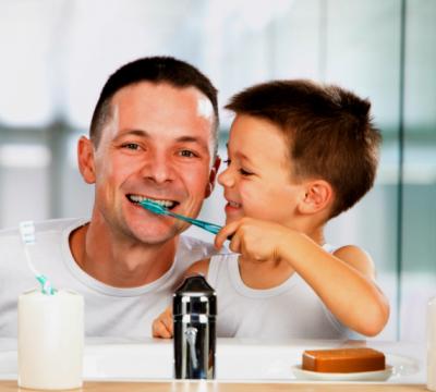 Odontología Preventiva en Villanueva del Pardillo - Padre e hijo limpieza