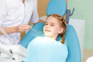 dentista infantil cerca de brunete-niña- azul