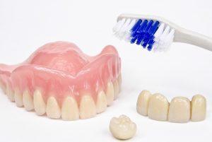 protesis fija en Majadahonda - cepillo y dientes