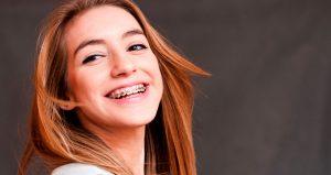 ortodoncia en Villanueva de la Cañada - chica con ortodoncia