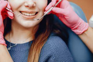 clínica dental cerca de Brunete - guantes