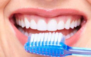 clínica dental en Villanueva de la Cañada - cepillo de dientes