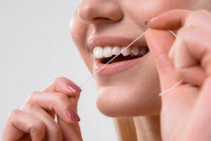 clínica dental cerca de Brunete - hilo dental