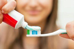 clinica dental cerca de Majadahonda - cepillo de dientes y pasta