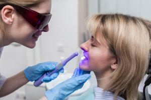contamos en qué consiste el blanqueamiento dental - profesional-